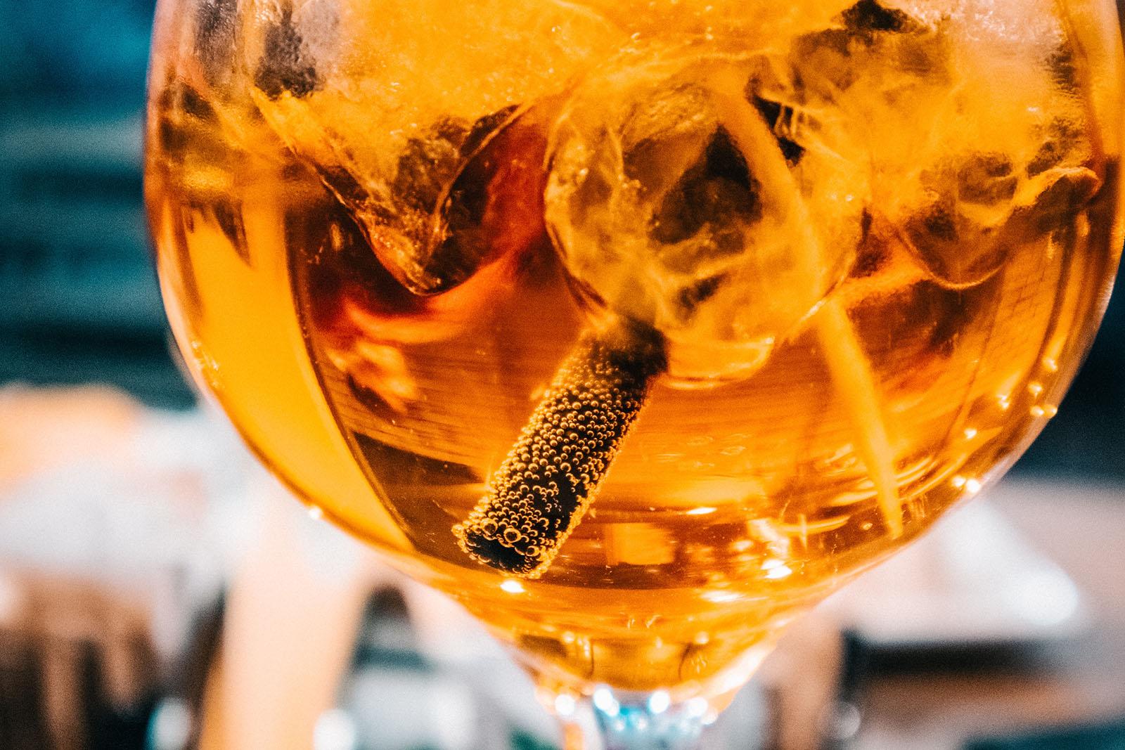 alcohol-beverage-blur-989701