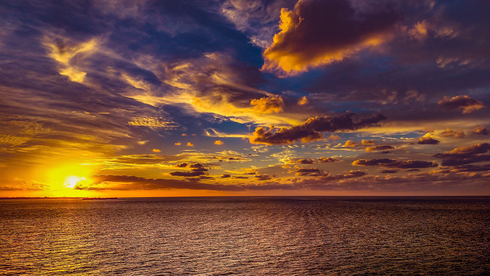 backlit-beach-clouds-700954