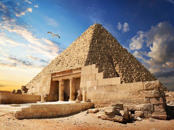 pyramid-near-giza-PCQCZMJ