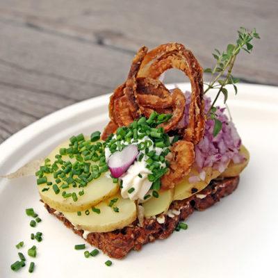 vegetarisches smørrebrød mit kartoffeln